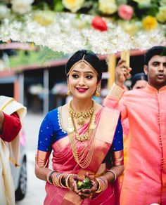 Pink silk saree is a must have in every women's wardrobe. Thus, let's have a look at beautiful blouse designs for pink color silk saree Indian Bridal Sarees, Bridal Silk Saree, Saree Wedding, Silk Sarees, Kerala Wedding Saree, Tamil Wedding, Wedding Bride, South Indian Bride Saree, Brocade Saree