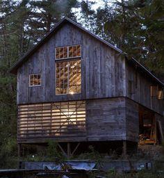 Barn-style home office by Robert Swinburne