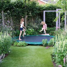 Garden and children: ideas and solution to integrate trampoline, swing … – Adele Pins Trampolines, Back Gardens, Small Gardens, Amazing Gardens, Beautiful Gardens, Garden Trampoline, Garden Design Plans, Small Backyard Landscaping, Backyard Ideas