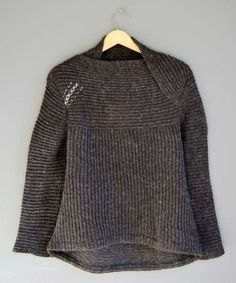 love this knitwear designer's work - would love to crochet a sweater like this - from utanum.is website (Icelandic designer) Vogue Knitting, Knitting Yarn, Hand Knitting, Handgestrickte Pullover, How To Purl Knit, Knit Or Crochet, Pulls, Knitwear, Knitting Patterns