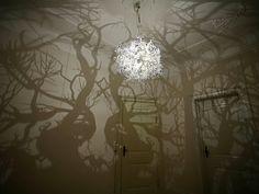Luminária para criar um clima de floresta no quarto