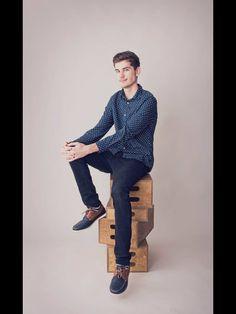 Danko vypadá elegantně Youtubers, Clogs, Tv, Style, Fashion, Clog Sandals, Swag, Moda, Fashion Styles