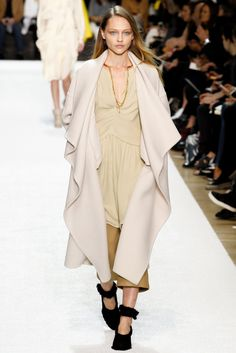 Chloé Fall 2014 Ready-to-Wear Fashion Show - Sasha Pivovarova