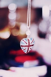 Union Jack flag necklace.. pinspire.it