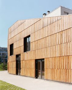 Image 4 of 19 from gallery of Christian Marin Community Center / Guillaume Ramillien Architecture. Photograph by Pascal Amoyel Timber Cladding, Exterior Cladding, Wood Architecture, Architecture Details, Wooden Facade, Timber Roof, Facade Design, Villa, Glass Walkway