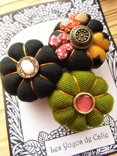 Fabric Flower Brooch, Fabric Flowers, Textile Jewelry, Textile Art, Small Sewing Projects, Brooch Pin, Diy Jewelry, Diys, Creations