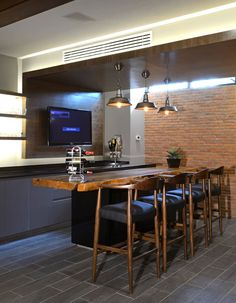 Installing a bar in your home is a great way to make sure that when you have company over everybody has a fun place to spend time together. A dedicated bar Basement Bar Plans, Basement Bar Designs, Home Bar Designs, Modern Basement, Cafeteria Design, Mini Bars, Diy Home Bar, Bars For Home, Bar Sala