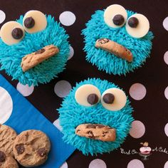 Cupcakes for your little cookie monster's first birthday party #HappiestFirstBirthday