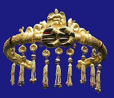 Greek jewelry from Pontika (now Ukraine) 300 BCE. It is formed in a Heracles knot.