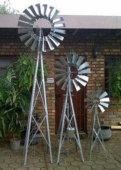 BeautifulDecorative Garden Windmills 1,3 Meter ,2meter And 3 Meters And 4  Meters Inheight