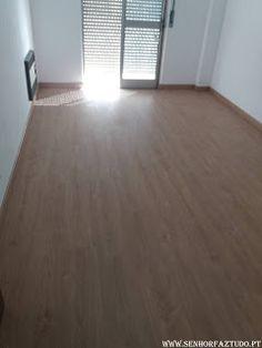 Instalação de 85m2 de pavimento flutuante e respetivos rodapés num apartamento em Alfragide.     (adsbygoogle = window.adsbygoogle || []).push({}); Para além da instalação do pavimento flutuante, foi ainda feito neste apartamento a Montagem de uma cozinha Ikea em Alfragide          (adsbygoogle = window.adsbygoogle || []).push({});