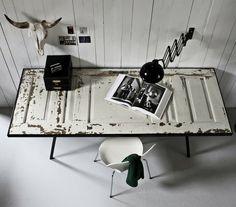 Door / Desk