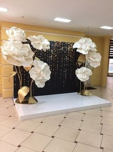 New Party Decorations Gold Events Ideas Decoration Evenementielle, Backdrop Decorations, Birthday Decorations, Wedding Decorations, Party Kulissen, Ideas Party, Paper Flower Backdrop, Giant Paper Flowers, 50th Birthday Party