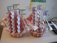 Wedding Gift Baskets, Wedding Gifts, Money Creation, Cradle Ceremony, Money Bouquet, Box Cards Tutorial, Creative Money Gifts, Money Flowers, Diy And Crafts