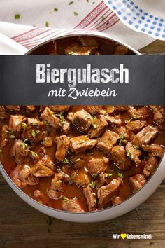 Biergulasch If it's a bit colder outside, our beer goulash recipe is just right: Whether with beer or sometimes with red wine prepared – the ragout simply delights everyone and can easily be produced in larger quantities Low Carb Chicken Recipes, Rice Recipes, Easy Healthy Recipes, Crockpot Recipes, Soup Recipes, Healthy Snacks, Easy Meals, Dutch Recipes, Easy Healthy Breakfast