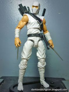 I'm also really loving the dart add-ons to Ultimate Storm Shadow's right shoulder. It's a nice modern touch and a definite nod to the cultural success that is Assassin's Creed.