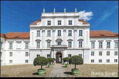 Oranienburg (Mai 2014) - Schloss Oranienburg  #oranienburg #Brandenburg #deutschland #germany #biancabuergerphotography #igersgermany #igersberlin #shootcamp #visit_brandenburg #AOV5k #canon #EOS70D #pickmotion #canondeutschland #visitbrandenburg #diewocheaufinstagram #schloss #castle