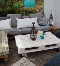 Pallet Furniture: Pallet Sofa - Wooden Pallets Ideas for Bed, Table, Couch Pallet Patio Furniture, Pallet Sofa, Garden Furniture, Diy Furniture, Garden Chairs, Pallet Tables, Furniture Plans, Pallet Benches, Patio Furniture Cushions