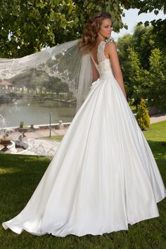 1a2eea4cea9 Robe de mariée silhouette en A satin duchesse - Oksana Mukha Paris
