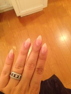 Almond nails pink