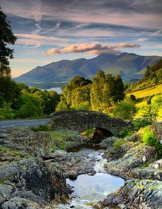 The Lake District in England is famous for the lakes and the vistas found in it. Places Around The World, Oh The Places You'll Go, Places To Visit, Lake District, Voyage Europe, All Nature, Amazing Nature, Cumbria, Derbyshire