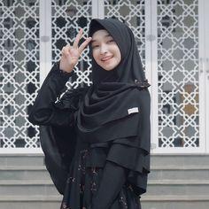 Ootd Hijab, Hijab Chic, Hijab Outfit, Muslim Fashion, Hijab Fashion, Fashion Dresses, Beautiful Muslim Women, Beautiful Hijab, Hijabi Girl