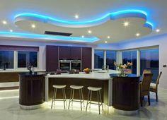 Diseños de cocina fantástica con Curved Islas de cocina curvo Island Cocina Y Downlight También Silla de comedor y una silla alta y la cocina para guardar también la ventana de cristal en su Lovely Kitchen Design Cocina