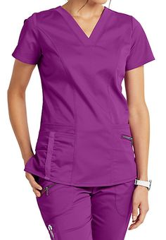 The Beyond Scrubs Ellie v-neck scrub top includes four pockets and plush stretch fabric. Shop for yours at Scrubs & Beyond. Scrubs Outfit, Scrubs Uniform, African Print Dresses, African Print Fashion, Beauty Uniforms, Cute Scrubs, Medical Uniforms, Nursing Uniforms, Greys Anatomy Scrubs