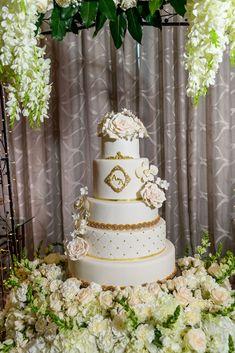 Gold Elegant Wedding Cake   #delicatessepostres #wedding #weddingcake #postres #sugarflowers #panama #love #bodaspanama #bodas #sugarart #cakeart Elegant Wedding Cakes, Sugar Art, Sugar Flowers, Cake Art, Panama, Romantic, Gold, Deserts, Art Cakes
