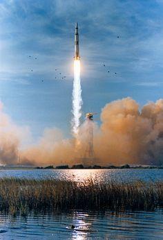 Nasa Photos, Nasa Images, Moon Missions, Apollo Missions, Nasa Missions, Astronauts In Space, Nasa Astronauts, Nasa Spaceship, Programa Apollo