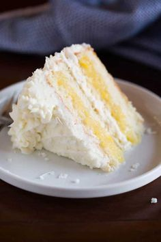 Put coconut in the search bar for this most AMAZING Coconut Cake, with layers of tender, moist coconut cake, fresh pineapple filling, and whipped coconut cream cheese frosting that all pair together perfectly. Kokos Desserts, Coconut Desserts, Coconut Recipes, Köstliche Desserts, Delicious Desserts, Dessert Recipes, Coconut Cakes, Lemon Cakes, Top Recipes