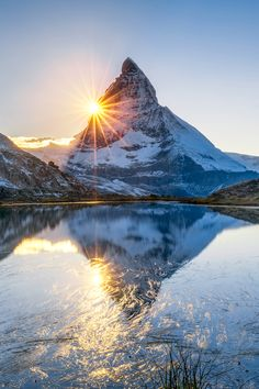 Bucket List: Visit the Matterhorn – Best Europe Destinations Thun Switzerland, Switzerland Summer, Switzerland Christmas, Lake Geneva Switzerland, Switzerland House, Switzerland Vacation, Grindelwald Switzerland, Hetalia Switzerland, Travel Photography