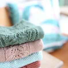 «Gamle favoritter er plukket frem. Denne gang til lillesøster. #bloomsbury #immietee #ravelry #strikkemamma #knittingmom #instaknit #knitstagram»
