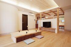 自然素材住宅もみの木の家 草加展示場には、木製掘りごたつとTVラックが人気です。 Bathroom Lighting, Interior Design, Mirror, Taipei, Furniture, Home Decor, Bathroom Light Fittings, Nest Design, Bathroom Vanity Lighting