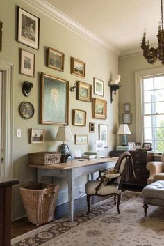 A Lovingly Restored Antebellum Home Ein liebevoll restauriertes Antebellum-Haus – The Glam Pad Interior Decorating Styles, Decorating Your Home, Interior Design, Home Office Decor, Home Decor, Furniture Arrangement, Shabby Chic Furniture, Geek Furniture, Inspired Homes