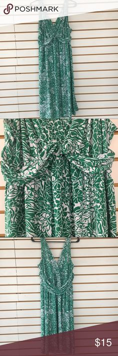 Daisy Fuentes green and white dress large Daisy Fuentes green and white dress large. Polyester and spandex. Good condition. 17 arm to arm and 41 shoulder to hem. Stretches. Daisy Fuentes Dresses Midi