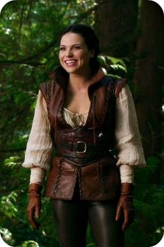 I'd like to see more of this look for Regina. I imagine this is what she'd look like at her happiest. This would've been her if she and Daniel had gotten to run away together. Or if she'd met Robin in the tavern.