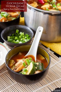 Korean gochujang hobak jjigae is gochujang, zucchini, tofu, shiitake, and onion mingles together in wonderfully aromatic anchovy soup. Easy Korean Recipes, Asian Recipes, Gourmet Recipes, Vegetarian Recipes, Healthy Recipes, Tofu Soup, Zucchini Soup, Jjigae Recipe, Gochujang Chicken