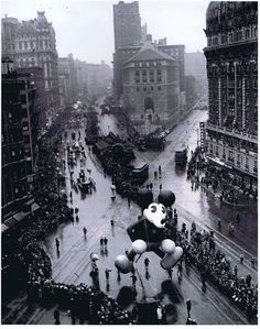 Mickey Mouse Month continues here at Tulgey Wood, and today Mickey helps us celebrate Thanksgiving Day. The Macy's Thanksgiving Day Parade a. Macys Thanksgiving Parade, Happy Thanksgiving Day, Vintage Thanksgiving, Vintage Christmas, Vintage Pictures, Old Pictures, Vintage Images, Old Photos, Vintage New York