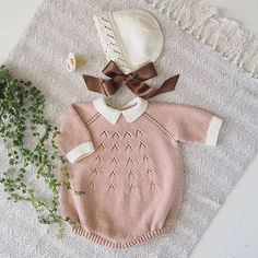 29 Ideas For Baby Born Clothes Sweets Baby Knitting Patterns, Knitting For Kids, Knitted Baby Cardigan, Knitted Baby Clothes, Baby Girl Romper, Baby Dress, Diy 2018, Baby Born Clothes, Baby Barn
