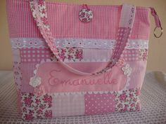 Diy Tote Bag, Diy Purse, Fabric Handbags, Fabric Bags, Bag Quilt, Burlap Favor Bags, Small Sewing Projects, Bag Patterns To Sew, Girls Bags