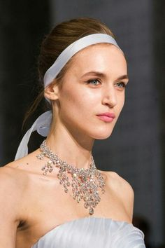 View all the photos of the beauty & make-up at the Ralph & Russo haute couture spring 2016 showing at Paris fashion week. Ribbon Hairstyle, Ralph And Russo, Hair Styles 2016, Beauty Make Up, Spring 2016, Headdress, Pearl Necklace, Runway, Detail