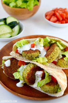 Crispy Homemade Baked Falafel - Add a healthy twist to a restaurant favorite with this easy recipe for Crispy Homemade Baked Falafel. Blue Zones Recipes, Zone Recipes, Veggie Recipes, Diet Recipes, Vegetarian Recipes, Cooking Recipes, Healthy Recipes, Vegan Junk Food, Zone Diet