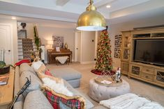 Real Fit Housewife: Christmas with the Kortes' Oh Christmas plaids. Oh Christmas plaids. French Living Rooms, French Country Living Room, Home Living Room, Christmas Interiors, Christmas Home, Cool Countries, Living Room With Fireplace, My Dream Home, Real Fit