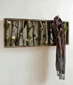 Beautiful rustic-looking DIY coat-hanger and/or wall art for the interior interior design 2012 decorating room design house design Home Projects, Craft Projects, Project Ideas, Pallet Projects, Art Decor, Diy Home Decor, Decor Ideas, Diy Ideas, Decorating Ideas