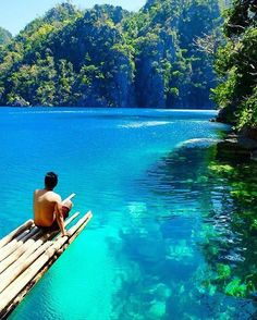 Wouldn't you rather be here on a Monday?  Kayangan Lake, Coron, Palawan #Philippines #Nature