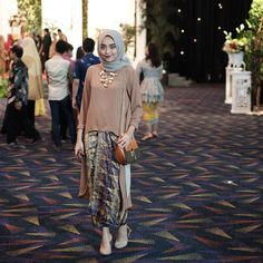 Women are conscious about their dressing and remain in search to get something new and different. Kebaya Hijab, Batik Kebaya, Kebaya Dress, Kebaya Muslim, Muslim Dress, Batik Dress, Kebaya Brokat, Muslim Fashion, Modest Fashion
