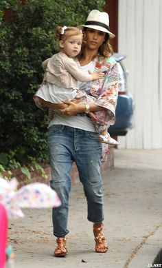 Jessica Alba and youngest daughter