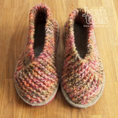 Joe's Toes - Super-easy slipper in Squiggle yarn. Free instructions when you buy yarn and soles.