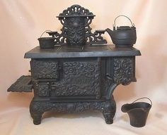 Vintage ACME Cast Iron Toy Stove China Doll & Cast Iron Toy Collectors